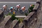 自行车选手经过天安门