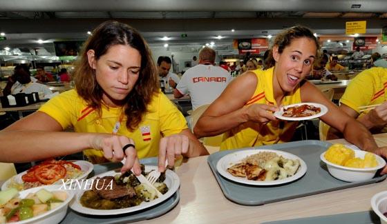 رياضيون أجانب فى القرية الأولمبية