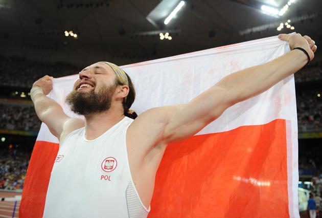 图文-[奥运]田径男子铅球决赛 马耶夫斯基庆祝冠军