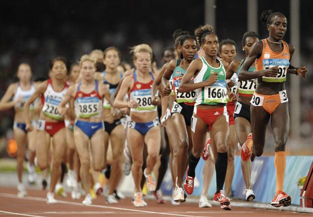 图文-[奥运]田径女子万米 比赛开始阶段集团紧凑