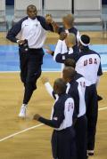 图文-[男篮小组赛]中国70-101美国 科比隆重出场
