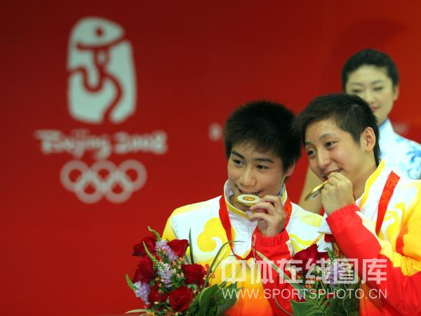 图文-男子双人10米台跳水 林跃/火亮一尝金牌滋味