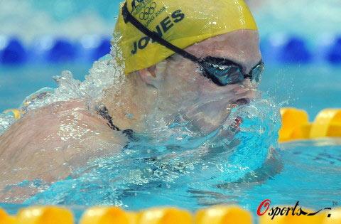 图文-女子100米蛙泳澳大利亚夺冠 琼斯在比赛中