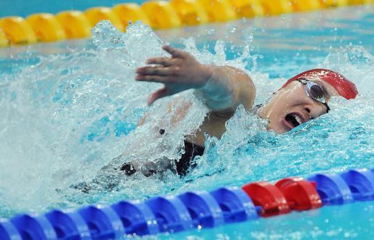 图文-女子4x100米混合泳接力 庞佳颖游关键一棒