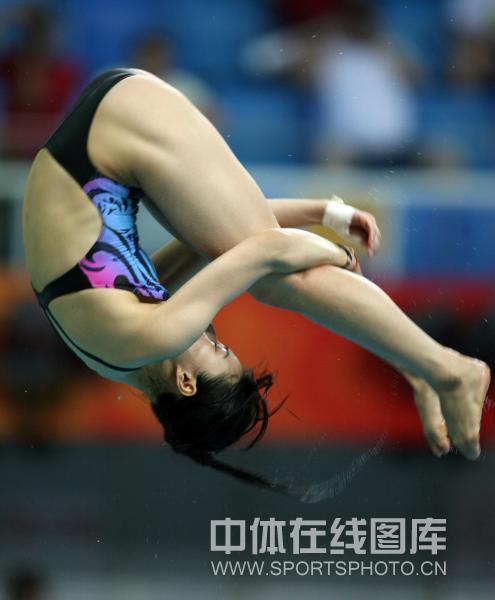 图文-[奥运]女子跳水三米板 郭晶晶向冠军一跳