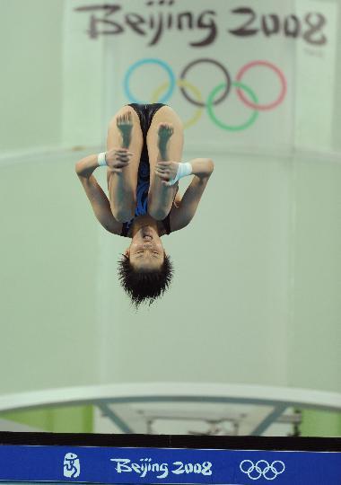 图文-女子10米跳台半决赛 陈若琳从10米台跃下