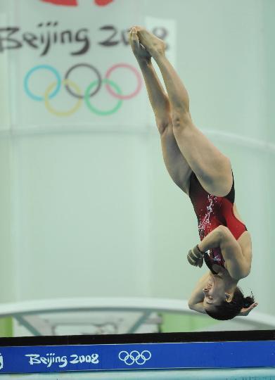 图文-女子10米跳台半决赛 加拿大选手马洛在比赛中
