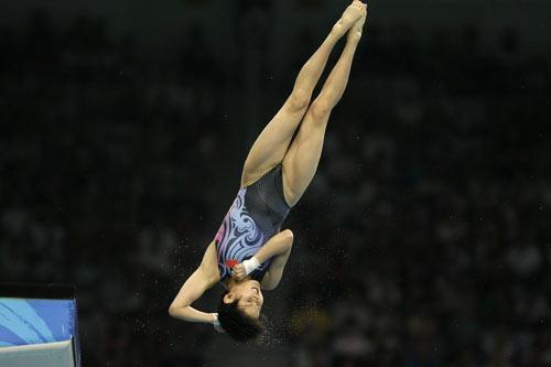 图文-女子10米跳台决赛 王鑫展示空中动作