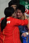 图文-奥运女子10米跳台决赛 教练拥抱陈若琳