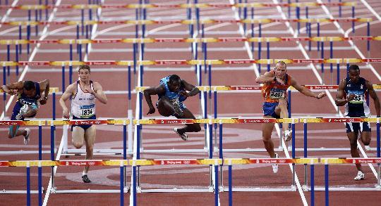 图文-奥运男子110米栏19日赛况 罗伯斯一马当先