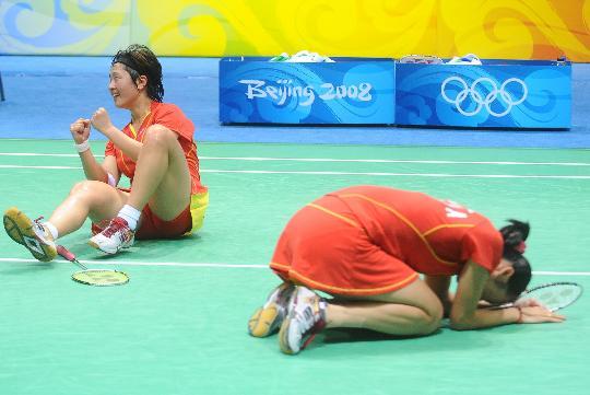 图文-魏轶力张亚雯获女双铜牌 幸福好比夺得冠军