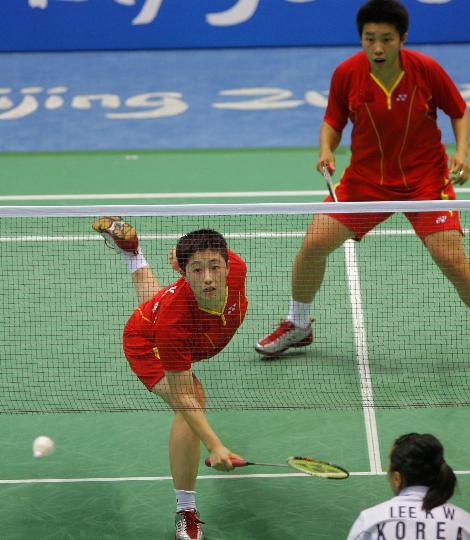 图文-于洋杜婧羽毛球女双夺金 于洋杜婧在比赛中