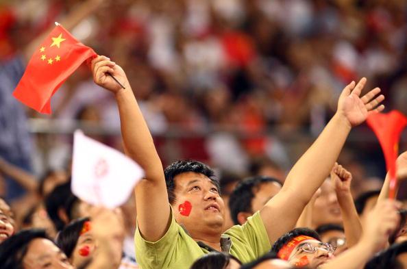 图文-中国女篮67-64西班牙 中国球迷现场助威