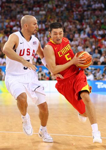 图文-[奥运会]中国男篮VS美国 刘炜力拼基德
