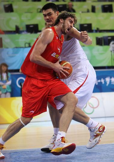 图文-中国男篮负于西班牙 两大巨星狭路相逢