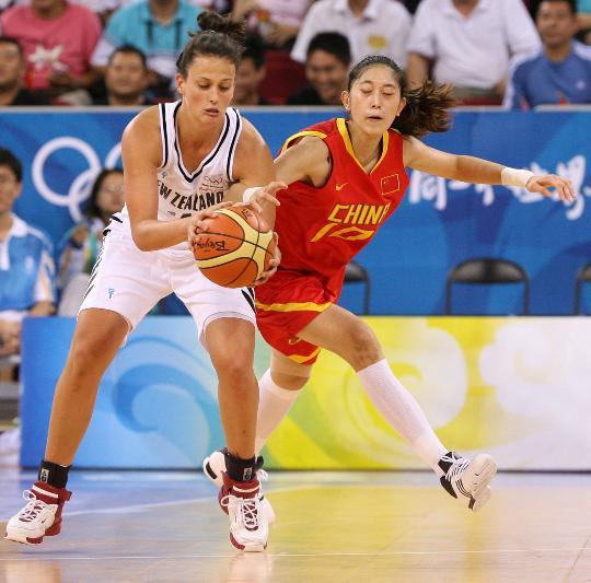 图文-[奥运会]中国女篮80-63新西兰 隋菲菲抢断
