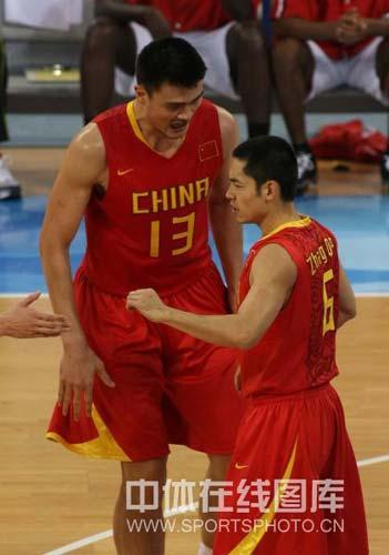 图文-[奥运会]中国男篮85-68安哥拉 张庆鹏建功