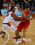 图文-[奥运会]中国男篮85-68安哥拉 李楠小心翼翼