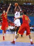 图文-[奥运]中国男篮VS安哥拉 孙悦欲封外线投篮