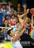 图文-[奥运会]中国男篮59-55德国 诺天王受限