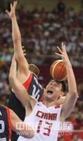 图文-[奥运会]中国男篮59-55德国 姚明有些狼狈