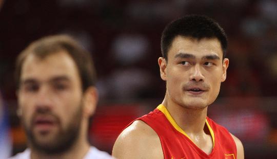 图文-中国男篮77-91希腊 姚明在比赛中