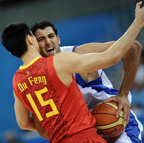 图文-[奥运会男篮]中国队vs希腊 难空这一堵墙