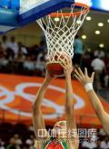 图文-[女篮]中国77-62白俄罗斯 对手争得篮板