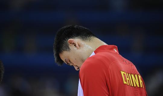 图文-男篮1/4决赛中国队不敌立陶宛队 姚明很失落