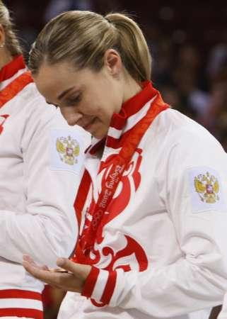 图文-女篮季军争夺中国不敌俄罗斯 观看铜牌