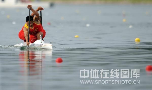 图文-孟关良/杨文军500米划艇卫冕 齐心合力