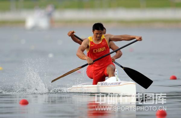图文-孟关良/杨文军500米划艇卫冕 硬汉风采