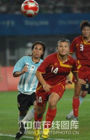 图文-[女足]中国2-0胜阿根廷 刘华娜追赶皮球