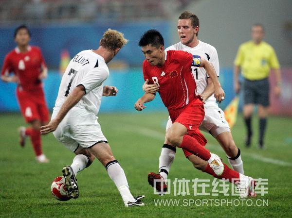 图文-中国国奥1-1战平新西兰 郑智突出重围