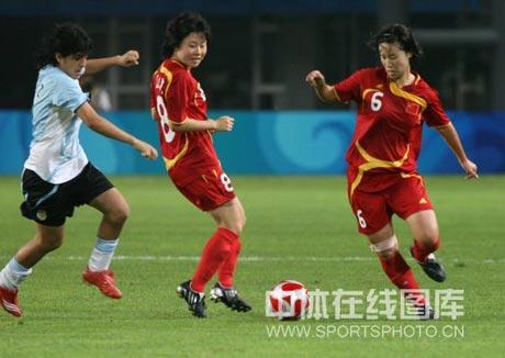 图文-[女足]中国vs阿根廷 张娜心领神会