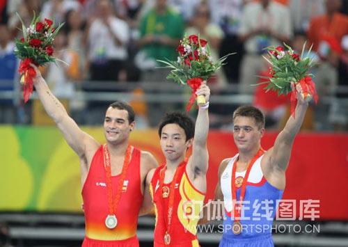 图文-奥运男子自由体操决赛 三位胜利者