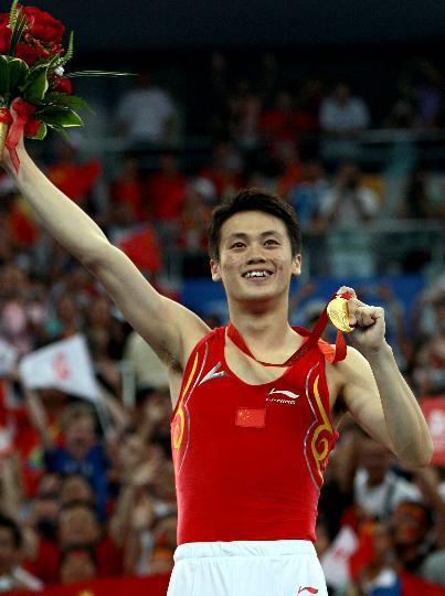 图文-中国选手陆春龙男子蹦床夺冠 开心庆祝