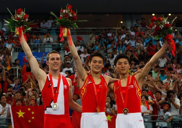 图文-奥运会蹦床男子个人决赛 前三名合影留念