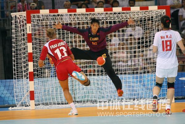 图文-[女子手球]中国23-30挪威 挪威队实力占优