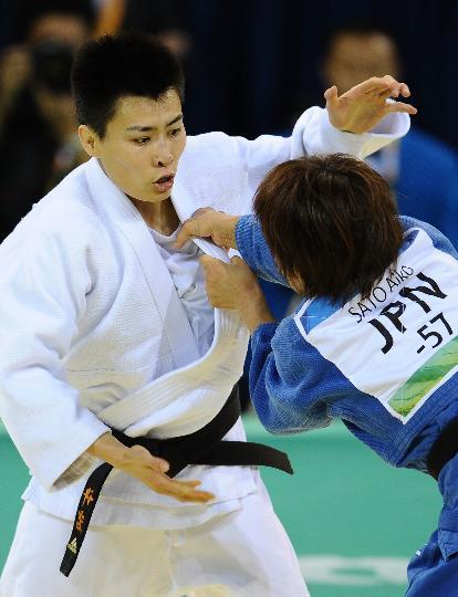 图文-中国选手许岩连闯三关 许岩连伺机而动