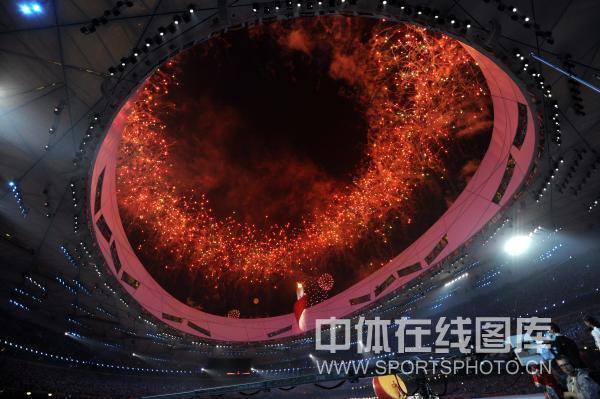 图文-北京奥运会闭幕式现场 鸟巢一片橘红