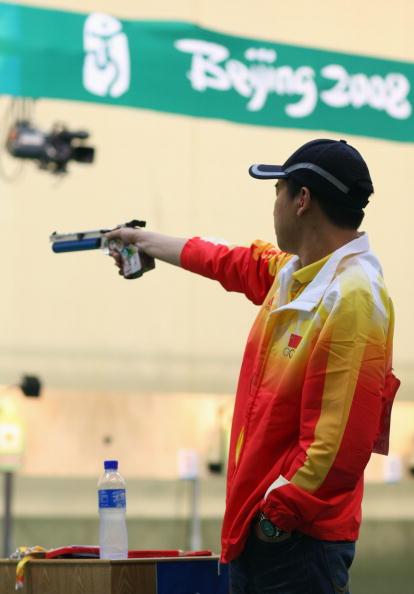 图文-男子10米气手枪决赛 中国神枪手英姿飒爽