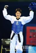 图文-跆拳道女子49公斤级决赛 高举胜利的拳头
