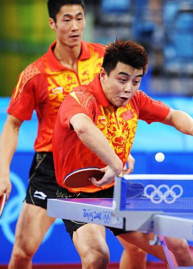 图文-乒乓球男团半决赛 王励勤王皓双打组合