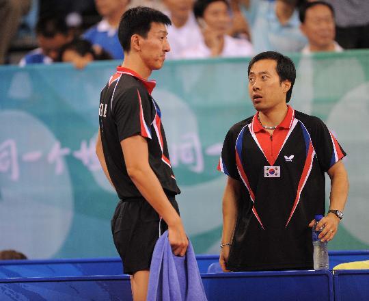 图文-马琳挺进乒乓球男单半决赛 刘南奎指导吴尚垠