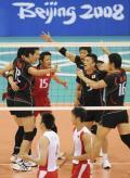 图文-[男排小组赛]中国3-2日本 日本男排庆祝