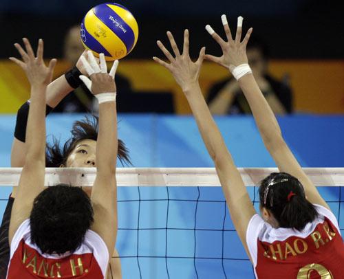 图文-[女排]中国队3-0日本 二人防守不示弱