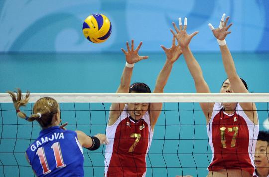 图文-奥运女排中国迎战俄罗斯 中国队双人拦网