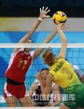 图文-奥运女排半决赛中国VS巴西 再次拦网