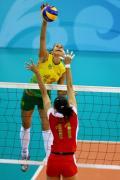 图文-女排半决赛中国0-3巴西 强力扣球难以阻挡